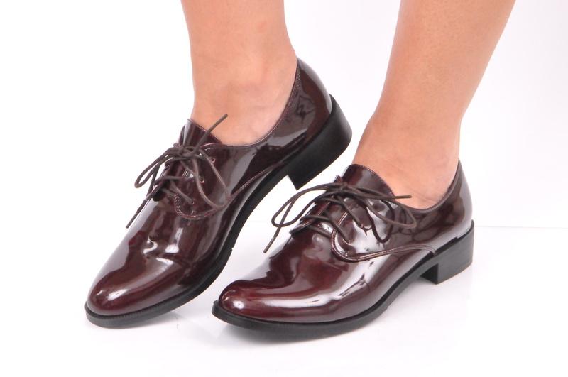 Страхотни дамски обувки цвят бордо