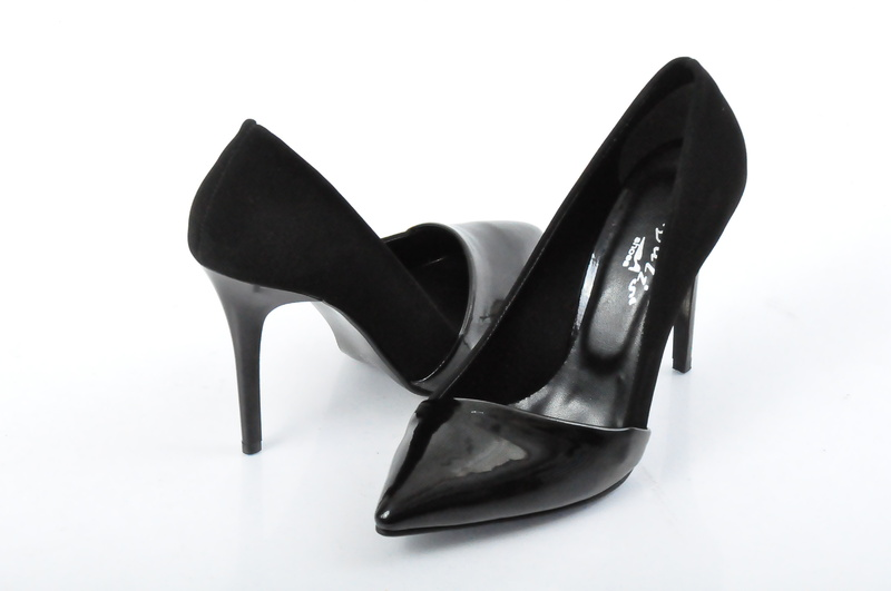 Елегантни дамски обувки набук и лак