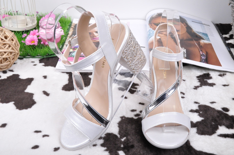 НОВО! Дамски сандали на ток-Два цвята