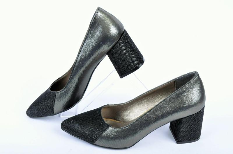 НОВО! Дамски обувки широк ток