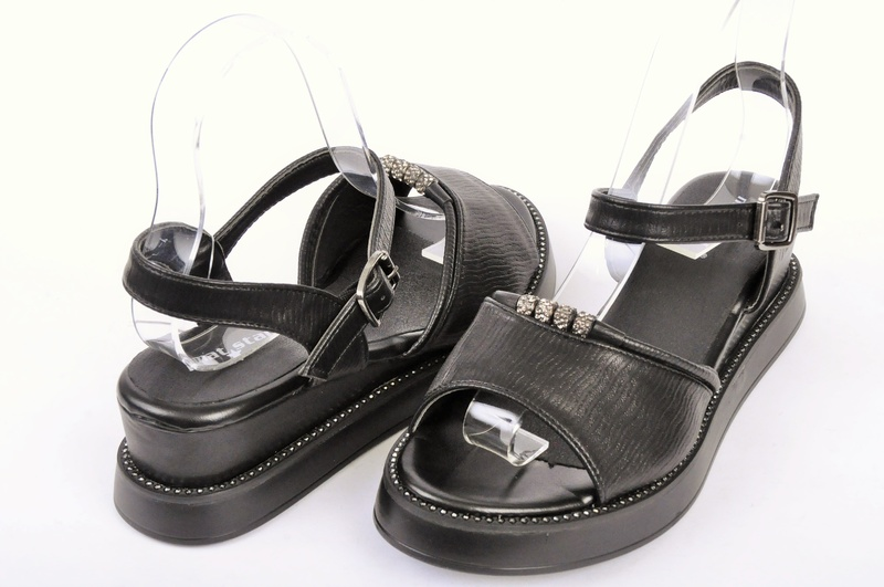 Черни дамски сандали на платформа