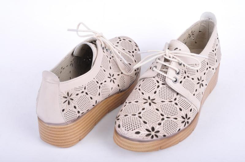 Дамски обувки перфорация - Два цвята