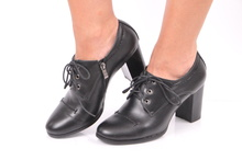 Красиви дамски обувки с удобен ток