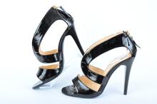 Лачени дамски сандали на ток