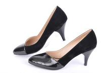 Елегантни дамски обувки-Набук и лак