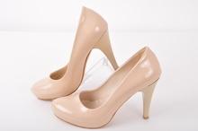 Елегантни дамски обувки на ток и платформа