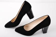 Елегантни дамски обувки широк ток- набук
