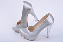 Дамски сиви лачени обувки на ток