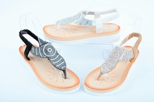 Дамски сандали на ниска платформа