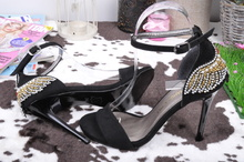 НОВО! Дамски сандали с ефектна пета