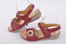 Дамски сандали с естествена стелка