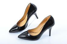 Елегантни дамски обувки черен лак