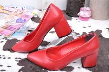 Червени дамски обувки на нисък ток