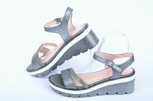 Сребристи сандали на платформа